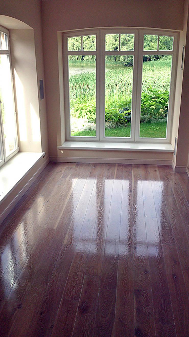 Parkiet drewniany – Dąb bielony. Realizacja podłogi drewnianej w Zielonej Górze.: styl , w kategorii  zaprojektowany przez PHU Bortnowski