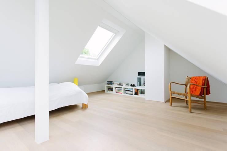 minimalistic Bedroom by Jan Tenbücken Architekt