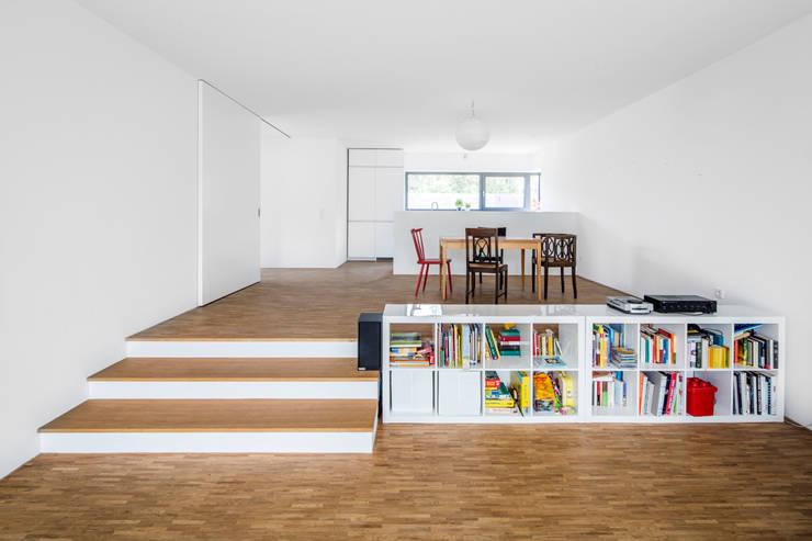 Corneille Uedingslohmann Architekten의  다이닝 룸