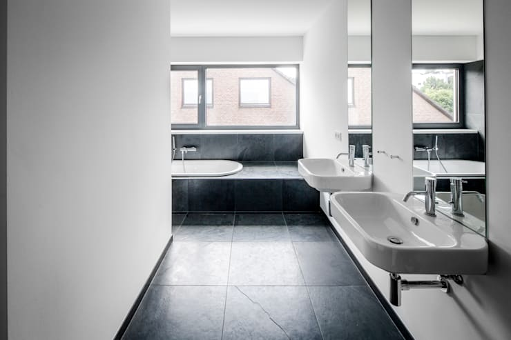 Bathroom by Corneille Uedingslohmann Architekten