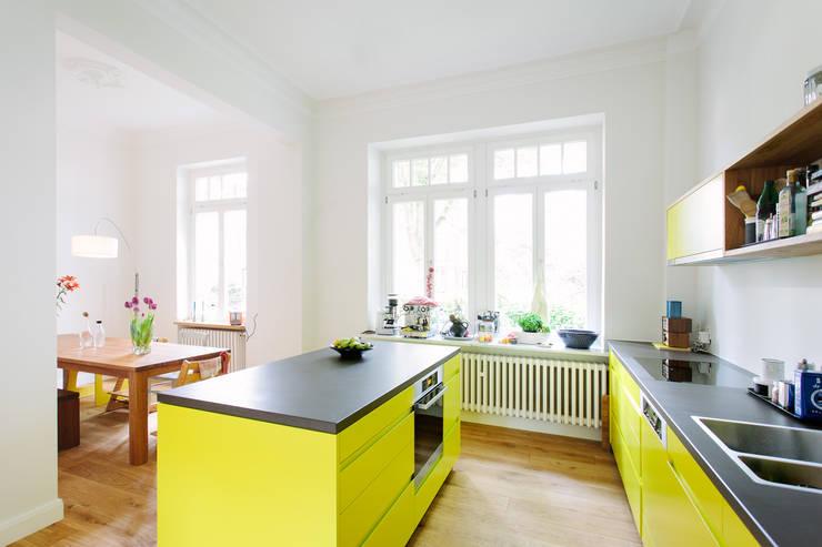 minimalistische Eetkamer door Jan Tenbücken Architekt