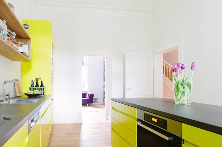 Küchenplanung und Sanierung Erdgeschoss, denkmalgeschütze Gründerzeitvilla, Bad Godesberg:  Küche von Jan Tenbücken Architekt