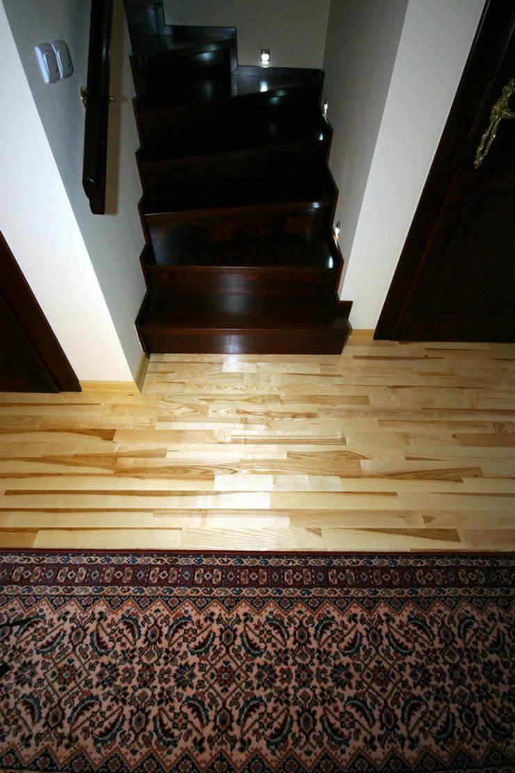 Parkiet – Jesion Gestreift. Realizacja podłogi drewnianej w Zielonej Górze.: styl , w kategorii  zaprojektowany przez PHU Bortnowski