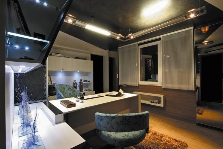 Trabalhando em casa: Escritórios  por Escritório de Arquitetura Margit A. Fensterseifer