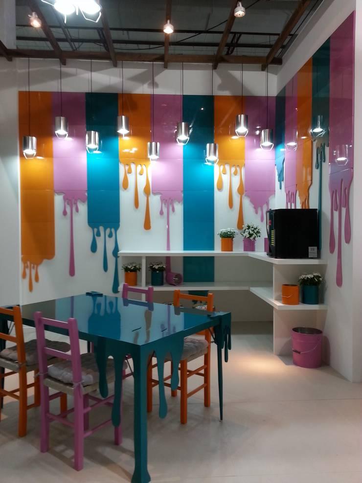 Cores pra que te quero!: Centros de exposições  por Escritório de Arquitetura Margit A. Fensterseifer,