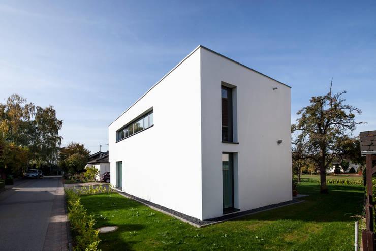 Wohnhaus Mondorf:  Häuser von Corneille Uedingslohmann Architekten