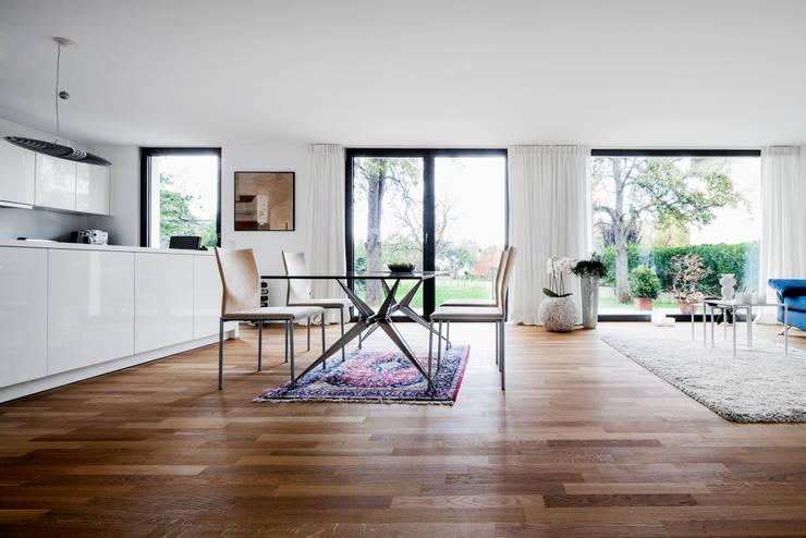 Wohnhaus Mondorf:  Esszimmer von Corneille Uedingslohmann Architekten