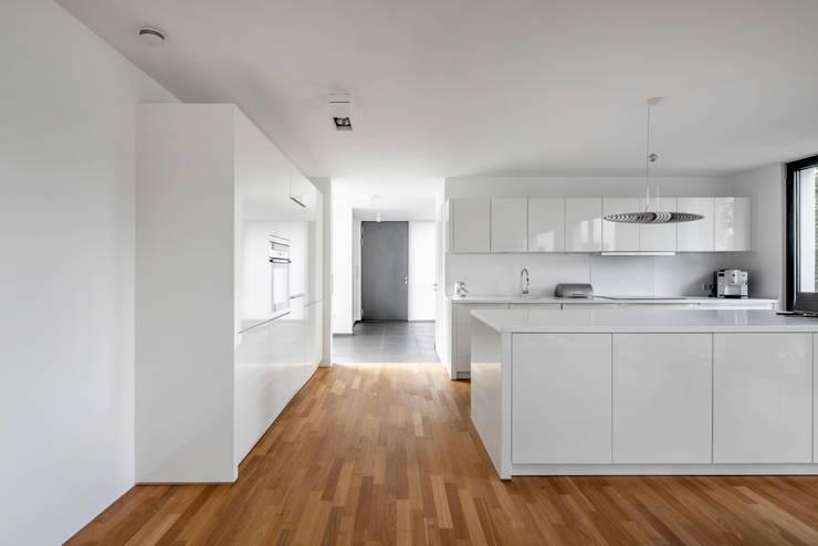 Kitchen by Corneille Uedingslohmann Architekten