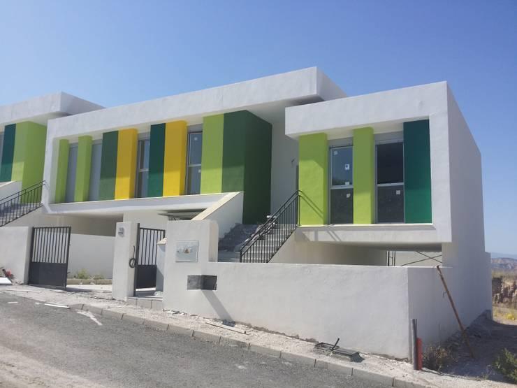 Casas de estilo  por AMARQUITECTURA