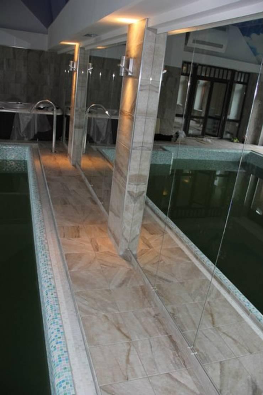Зеркала: Бассейн  в . Автор – ReflectArt