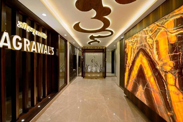 RESIDENTIAL PENTHOUSE INTERIORS:  Corridor & hallway by AIS Designs