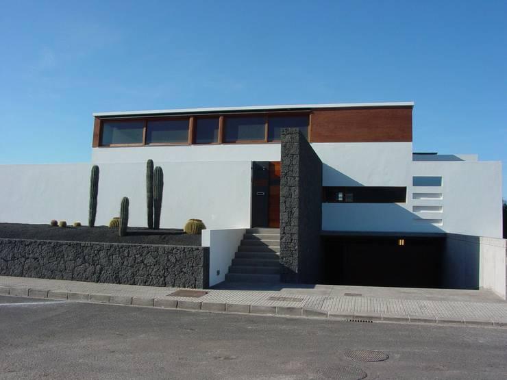 Vivienda Unifamiliar en Lanzarote: Casas de estilo moderno de ADAC Arquitectura