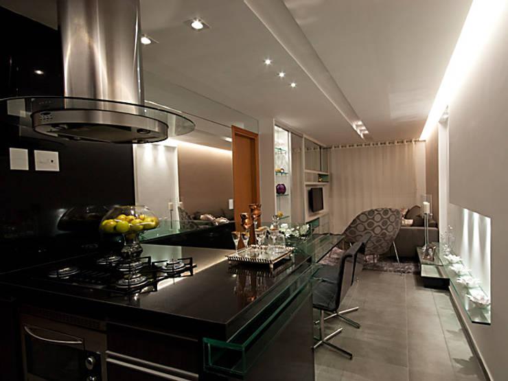DECORADO-SPAZIO DI NAPOLI: Cozinhas  por Allysandra Delmas - Arquitetura e Interiores