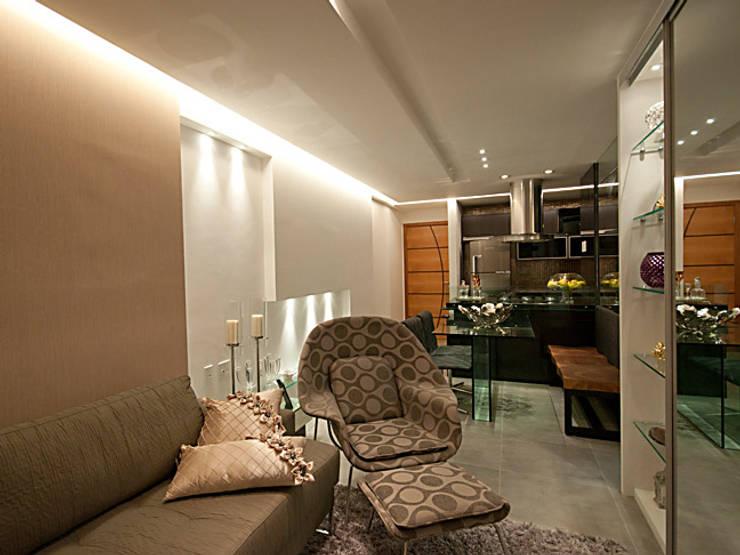DECORADO-SPAZIO DI NAPOLI: Salas de estar  por Allysandra Delmas - Arquitetura e Interiores