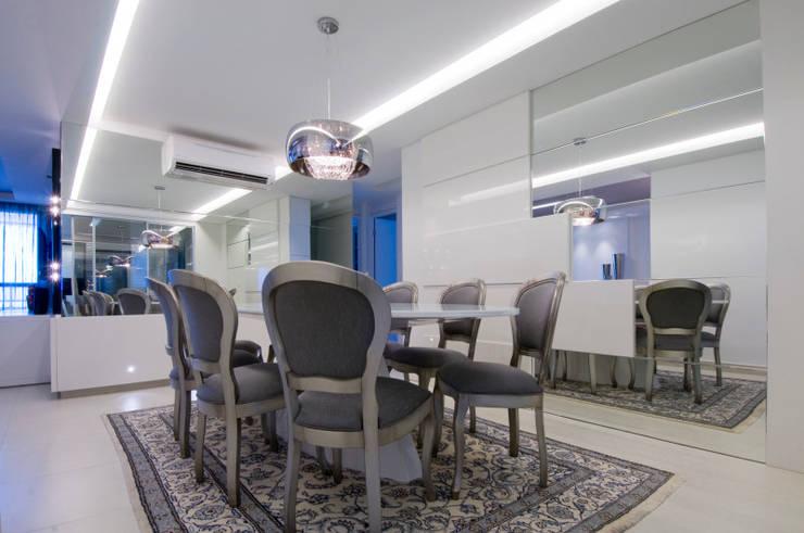 APto 160m: Salas de jantar  por Allysandra Delmas - Arquitetura e Interiores