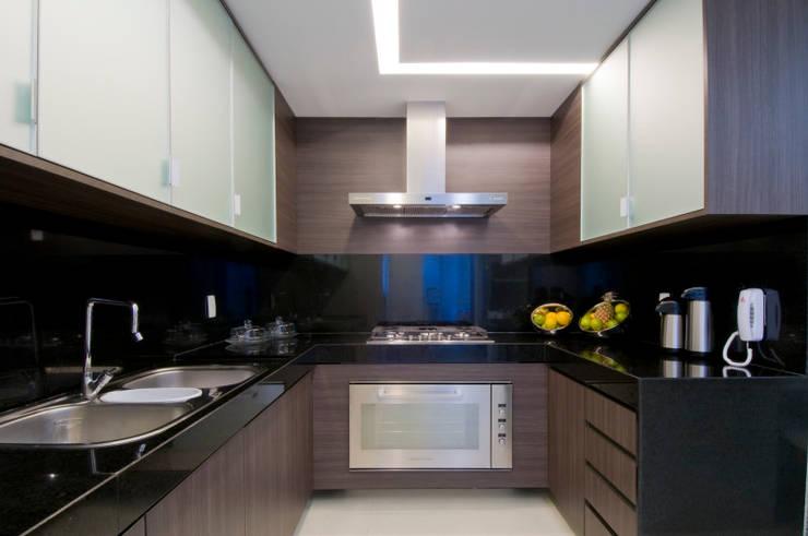 APto 160m: Cozinhas  por Allysandra Delmas - Arquitetura e Interiores
