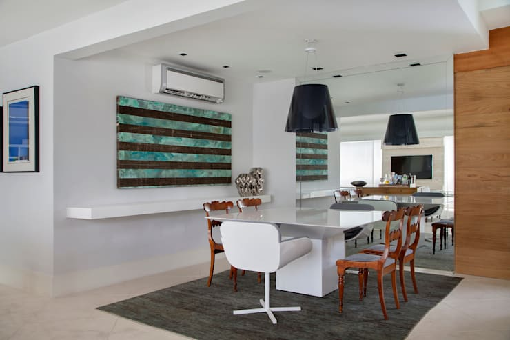 Living Leblon: Salas de jantar  por Paula Libanio Arquitetura Interiores