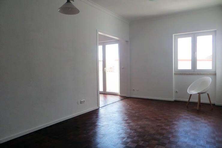 Apartamento Horta 1 : Salas de estar  por Atelier Alvalade