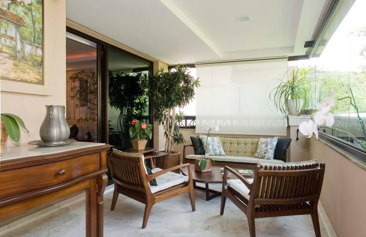 Residência PN Varandas, alpendres e terraços clássicos por RAF Arquitetura Clássico