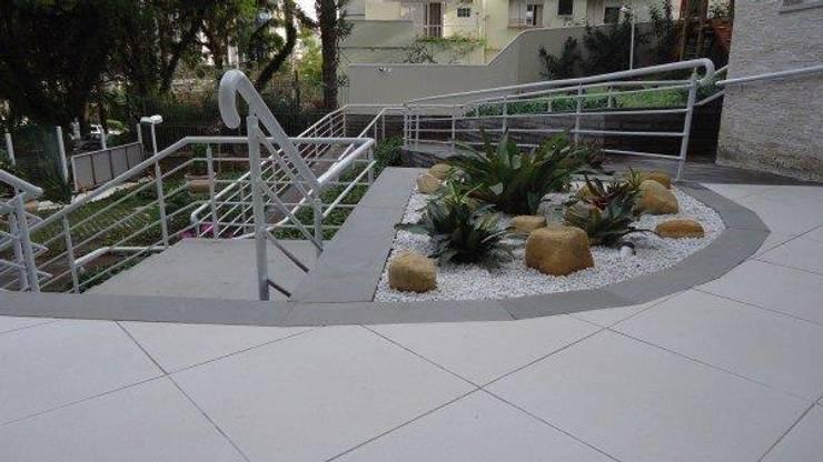 Área de bromélias:   por Studio CLA Arquitetura