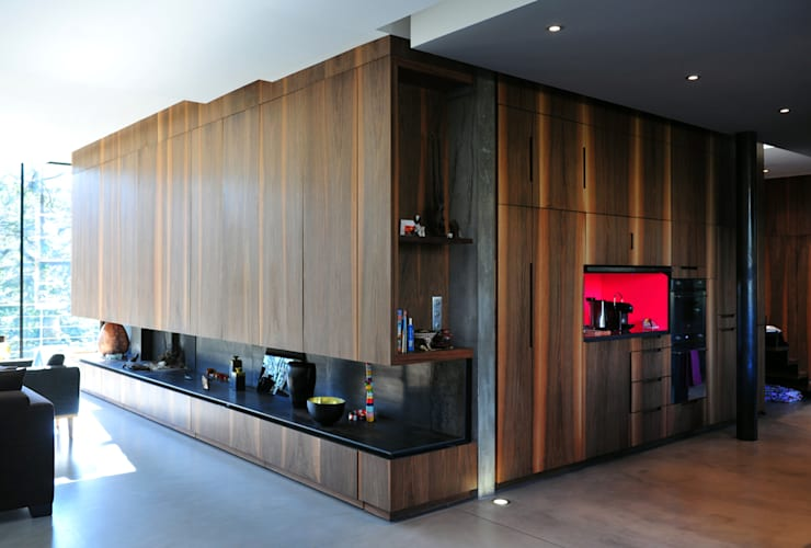 MAISON SUR LA CHEZINE: Salon de style de style Moderne par yann péron architecte