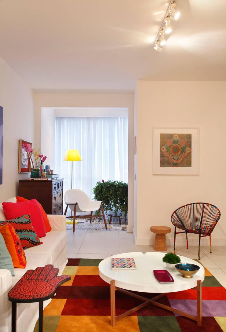 Apartamento Botafogo: Salas de estar  por Mariana Dornelles Design de Interiores,