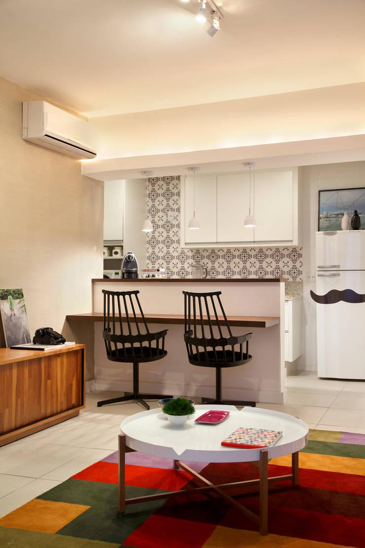 Apartamento Botafogo: Cozinhas  por Mariana Dornelles Design de Interiores,