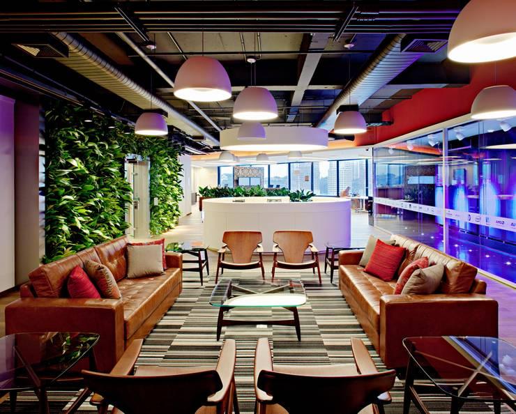 Microsoft Technology Center Brasil: Escritórios  por RAF Arquitetura