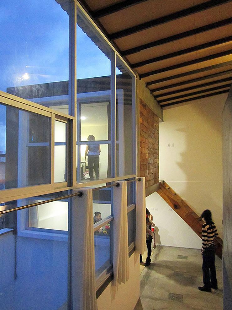 loft  H-11: Ventanas de estilo  por NonWarp