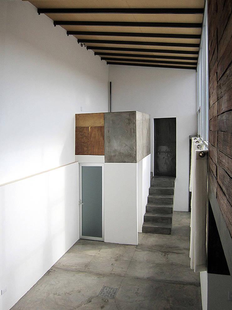 loft  H-11: Salas de estilo  por NonWarp