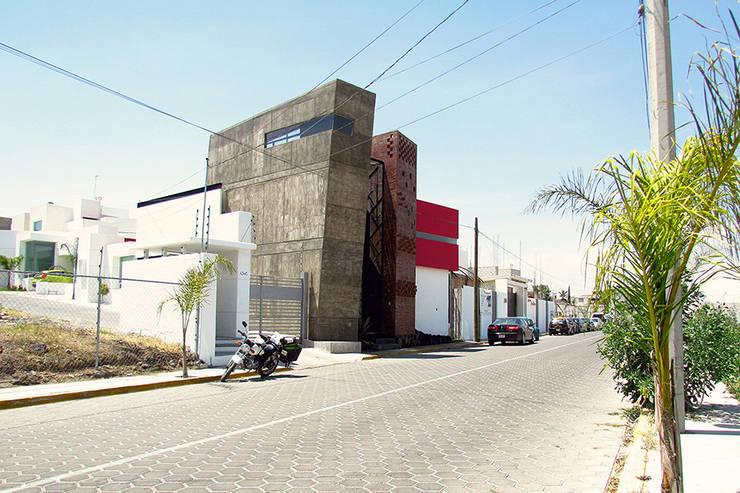 casa IZ: Casas de estilo  por NonWarp