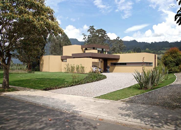 Casa del Portico: Casas de estilo moderno por David Macias Arquitectura & Urbanismo