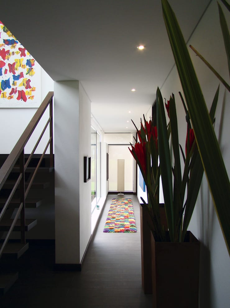 Casa del Portico: Pasillos y vestíbulos de estilo  por David Macias Arquitectura & Urbanismo