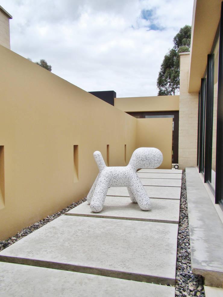 Casa H: Pasillos y vestíbulos de estilo  por David Macias Arquitectura & Urbanismo