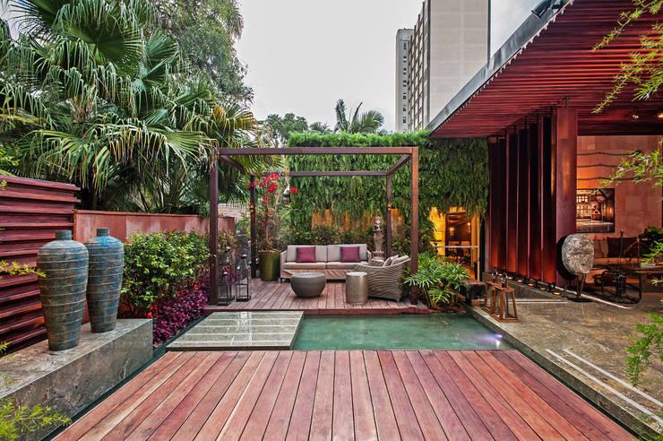 Oficinas y Tiendas de estilo  por Elmor Arquitetura