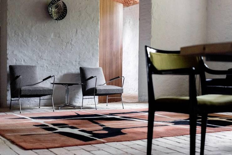 Salon  z cegłą na podłodze: styl , w kategorii Piwnica win zaprojektowany przez Loft Kolasiński,Eklektyczny Cegły