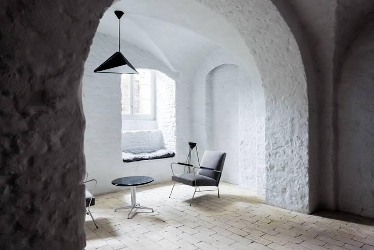 Kącik wypoczynkowy: styl , w kategorii Piwnica win zaprojektowany przez Loft Kolasiński