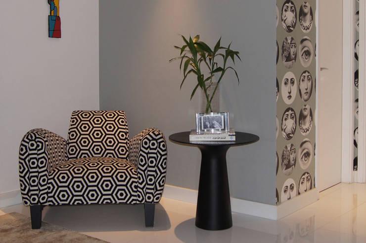 Apartamento Paraíso: Sala de estar  por Marcia Pellegrini Designer + Interiores