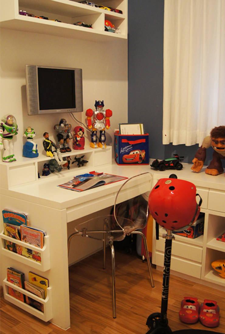 Apartamento Paraíso: Quarto  por Marcia Pellegrini Designer + Interiores