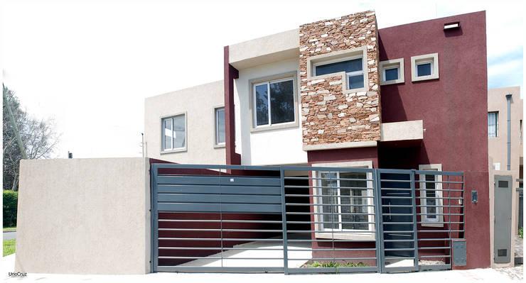 Obra Lucero: Casas de estilo moderno por Silvana Valerio