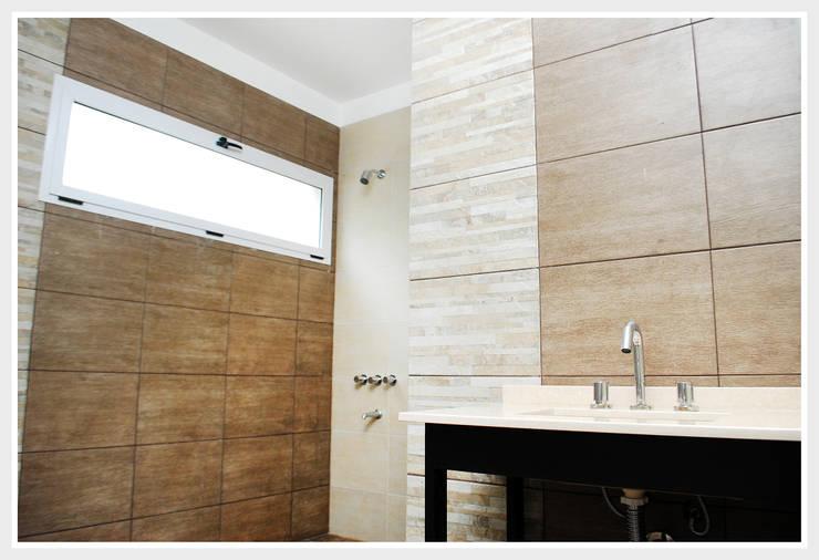 Obra Lucero: Dormitorios de estilo moderno por Silvana Valerio