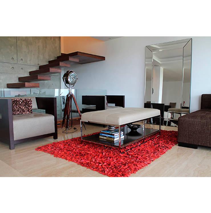 Casa El Hatillo II: Pasillos y vestíbulos de estilo  por Arquitecto Juan Pablo Fernandes