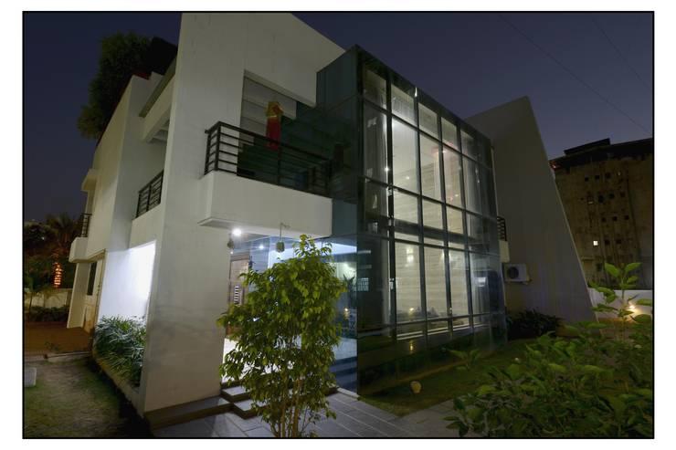 Thane Site:  Corridor & hallway by CK Interiors Pvt Ltd