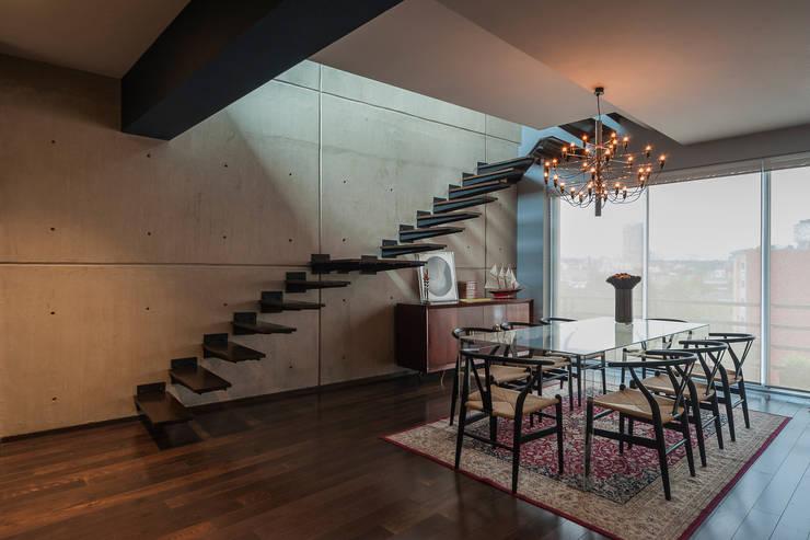 DEPARTAMENTO EN LA CONDESA II: Comedores de estilo  por MAAD arquitectura y diseño