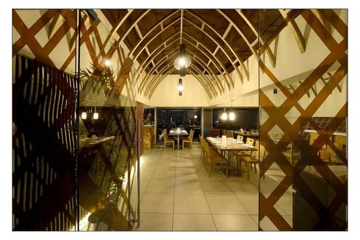 21WEST:  Corridor & hallway by CK Interiors Pvt Ltd