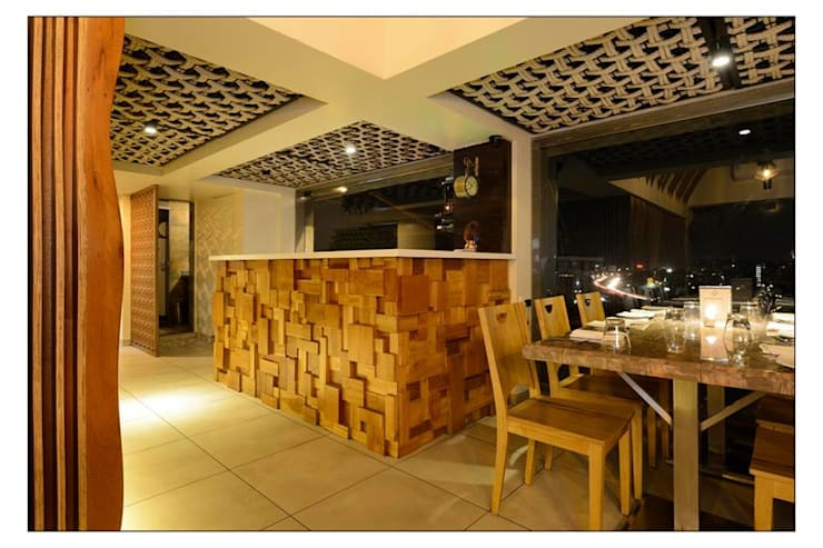 21WEST:  Dining room by CK Interiors Pvt Ltd