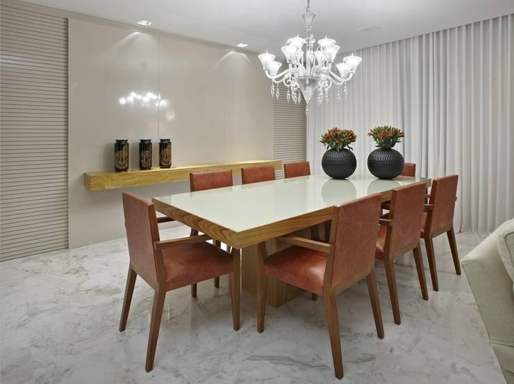 Apartamento AG: Salas de jantar  por Gláucia Britto