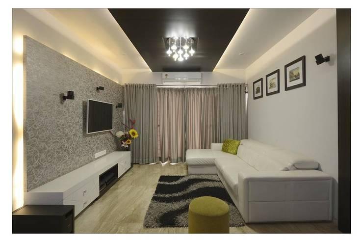 Jaiswal, Pune:  Living room by CK Interiors Pvt Ltd