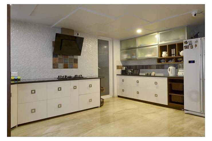Jaiswal, Pune: modern Kitchen by CK Interiors Pvt Ltd