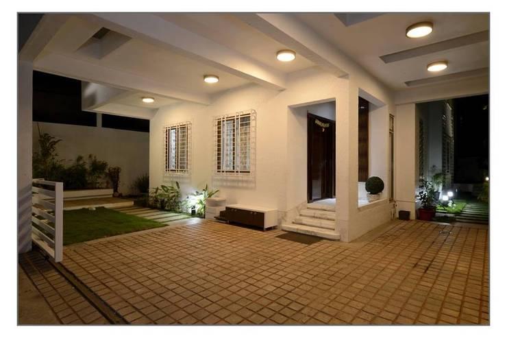 Bungalow project:  Corridor & hallway by CK Interiors Pvt Ltd